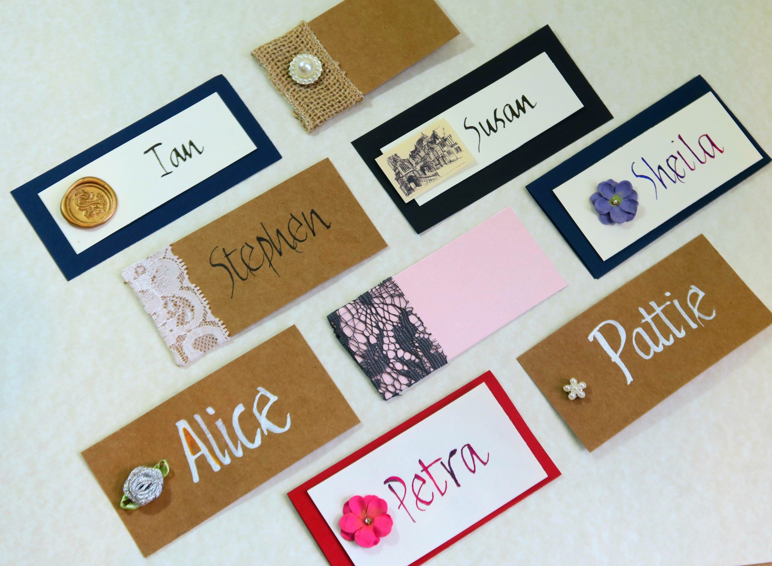 Mix of different flat place cards with emblems